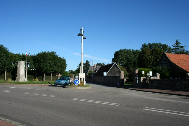 Le centre du village, le monument aux morts